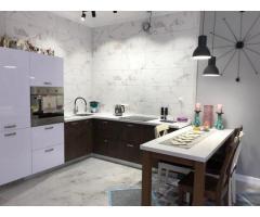 Дом с дизайнерским ремонтом с хорошим расположением
