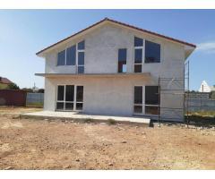 Новый дом в районе частной коттеджной застройки