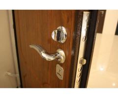 Установка металлических дверей в Севастополе